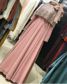 Dress party night long gowns 27 ideas for 2019 Hijab Gown, Hijab Evening Dress, Hijab Dress Party, Hijab Outfit, Gown With Hijab, Street Hijab Fashion, Abaya Fashion, Muslim Fashion, Fashion Dresses