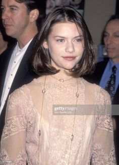 Claire Danes' 10 Most Magical Red Carpet Moments Of The 90s Teen Fashion, Male To Female Transgender, Decades Fashion, Short Neck, 90s Hairstyles, Oval Faces, Club Kids, Woman Crush, Actresses