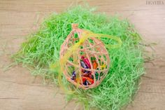 We have selected 10 Easter craft ideas for you. Easter decoration and sweet gifts will add to the festive mood in your home. Pink Crafts, Glue Crafts, Diy Easter Decorations, Flower Decorations, Easter Gift, Easter Crafts, Fabric Flowers, Paper Flowers, Diy Osterschmuck