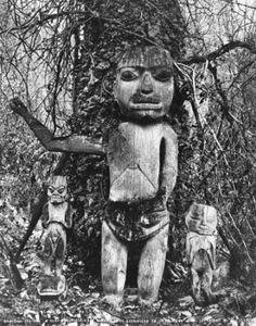 Tlingit carved wood figures under tree, Klukwan, Alaska, 1898 :: American Indians of the Pacific Northwest