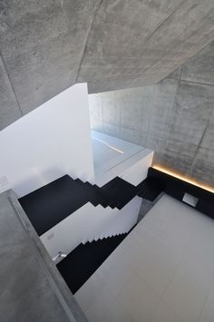 Interior cantilevered staircase of House in Abiko Fuse-Atelier Architects, photography by Shigeru Fuse 2011
