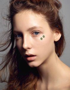 Linda Mehrens Makeup Academy Makeup: Ester Widell, Photographer: Kari Jaroszynska, Hair: Annie Ankervik, Modell: Cecilia Svahn