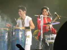 Prince and Shelia E- I love the expressions on they're faces...they r both amazing singers and drummers!!!