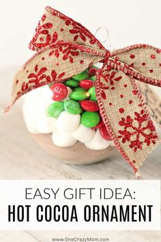 Hot Chocolate Gift Ideas - Easy and Festive Hot Cocoa Ornament This easy Hot Cocoa Ornament is one of our favorite Hot Chocolate Gift Ideas. Individual hot chocolate gifts make such a. Christmas Deserts, Diy Christmas Gifts, Christmas Crafts, Christmas Ornaments, Kids Christmas, Merry Christmas, Christmas Decorations, Xmas, Hot Chocolate Gifts