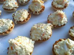 Tartaletas palitos de cangrejo. Ver receta: http://www.mis-recetas.org/recetas/show/42229-tartaletas-palitos-de-cangrejo