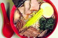 Przepis na bardzo dobrą japońską zupę ramen. W przepisie wymienionych jest wiele składników, które można stosować według upodobań, czyli każdy znajdzie coś dobrego dla siebie
