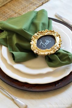 Neutral Fall Tablescape {& Five Minute Napkin Rings}, Diy Abschnitt, Wall Clock Wooden, Wall Clocks, Painted Wine Bottles, Decorated Bottles, Cutlery Holder, Decoupage Tutorial, Christmas Napkins, Custom Napkins, Diy Rings
