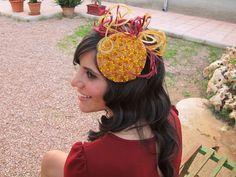 Anne Poupée: agatha. Tocado joya mostaza y burdeos. #tocados #invitadas #tocadojoya Jewelry, Bordeaux, Beautiful Things, Headpieces, Sombreros, Head Bands, Jewelery, Jewlery, Jewels