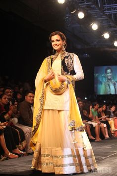 Dia Mirza makes a royal bride in Vikram Phadnis creation at the Lakme Fashion Week Winter/Festive 2014 finale. #Bollywood #Fashion #Style #Beauty