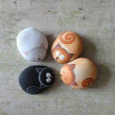 peinture sur galets, quatre chatons mignons