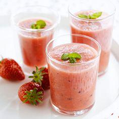 Découvrez la recette Smoothie à la fraise sur cuisineactuelle.fr.
