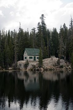 A gorgeous little cabin in the woods (on a lake) from Now & Then on Tumblr.