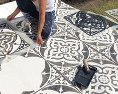 Paint concrete patio So schablonieren Sie Ihre Patio-Flaggen Acne: You Can Fight Acne with Masks Art Painting Tile Floors, Painting Concrete, Painted Floors, Diy Painting, Stencil Concrete, Stained Concrete, Concrete Patio, Concrete Flags, Concrete Edging