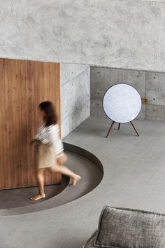 Co-living and collaborative work space is blended together beautifully in this industrially-inspired, minimalist office interior design by JACKY.W DESIGN. Workspace Design, Office Interior Design, Office Interiors, Exterior Design, In China, Futuristisches Design, Design Ideas, Concrete Materials, Minimalist Office