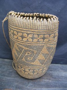 Dayak backpack sling bag from Borneo woven from rattan with four-foil rosette flower and cumulus cloud pattern