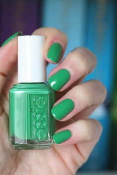 On the Roadie || Essie Spring 2017 B'aha Moment Collection : Review, Swatches & Comparisons | Essie Envy
