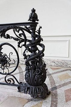 Le Petit Palais Arsenic in the shell Gothic Interior, Gothic Home Decor, Interior And Exterior, Gothic House, Victorian Gothic, Art Nouveau, Architecture Details, Interior Architecture, Gothic Furniture