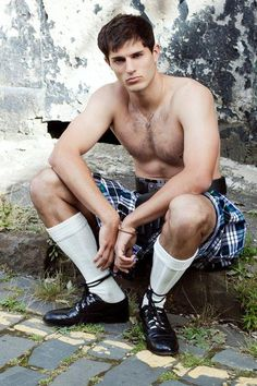 According to Wikipedia, the history of the kilt stretches back to at least the end of the century. The word kilt comes from the Scots word kilt meaning to tuck up the clothes around the body. There are two types of kites: The great kilt (more. Under The Kilt, Scottish Man, Scottish Kilts, Scottish Plaid, Men Dress Up, Men In Kilts, Kilt Men, Shirtless Men, Hairy Men