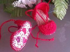 Alpargatas para bebés con suela decorativa. Visita mi tienda o facebook donde podrás ver más modelos incluso participar en algún sorteo.  https://www.facebook.com/myriam.rodriguezmalo.3  http://artesanio.com/artesania-del-bebe