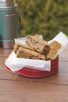 Homemade goodies such as trail mix bars, make perfect afternoon snacks in the Spring. Homemade Trail Mix, Tin Boxes, Afternoon Snacks, Bars For Home, Goodies, Favorite Recipes, Dishes, Nails, Blog