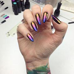 Nazywam to miłością od pierwszego błysku  Ombre z kolorów 1, 3 i 5 pyłków Sunset Effect @neonailpoland   #hybrydy #manicure #ombre #instanails #neonail #neonailpoland #SunsetEffect #nailart #nails #man