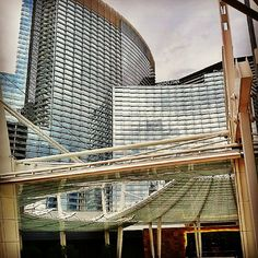 Aria in City Center Las Vegas. I like dat! Las Vegas Love, Las Vegas City, Las Vegas Hotels, Cool Places To Visit, Great Places, Places Ive Been, Nevada, San Francisco, Usa Cities