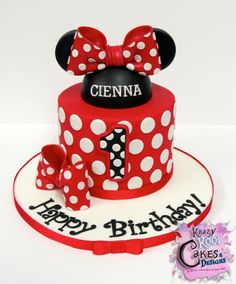 Minnie Mouse Cake Decorations: Everything You Need To Decorate This Minnie Mouse Birthday Cake Minnie Mouse Cake Design, Minnie Mouse Cake Decorations, Minnie Mouse Roja, Mickey E Minie, Bolo Minnie, Minnie Cake, Mickey Mouse Cake, Minnie Cupcakes, Minnie Mouse Birthday Theme