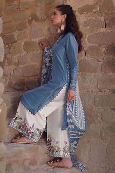 Shop online formal clothes in various designs and styles at the best prices form Nida Azwer. Our formal collection includes Light and heavy formal clothes. Simple Pakistani Dresses, Pakistani Fashion Casual, Pakistani Dress Design, Pakistani Outfits, Indian Outfits, Pakistani Bridal, Pakistani Clothing, Stylish Dresses For Girls, Stylish Dress Designs