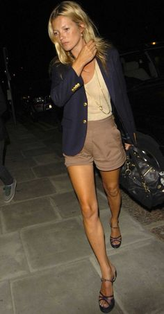 kate moss / Blazer and Shorts / Vacation Outfit Inspiration Blazer E Short, Blazer And Shorts, Beige Shorts, Khaki Shorts Outfit, Gold Blazer, Dressy Shorts, Brown Shorts, Silk Shorts, Short Shorts