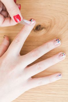 How to create a disco glitter tipped mani at home