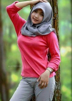 Arab Girls Hijab, Girl Hijab, Muslim Girls, Beautiful Hijab Girl, Beautiful Muslim Women, Kebaya Hijab, Moslem, Hijab Jeans, Muslim Women Fashion