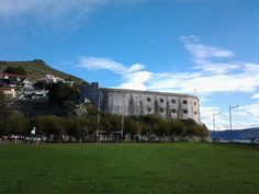 11/11/2014: Hoy festividad  de San Martín, aprovechamos la  ocasión para revelaros el porqué del nombre del Fuerte de San Martín y de la playa que se encuentra junto a él:  https://www.facebook.com/ofi.turismo.santona/photos/a.10150321863029956.1073741841.30560009955/10150495446749956/?type=1&theater