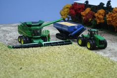 John deere play set Small Tractors, Toy Display, Farm Toys, John Deere Tractors, Hobby Farms, Cool Toys, Farming, Outdoor Power Equipment, Scale