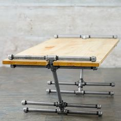 Industrial Style Table Variants (also DIY) – Ingenious Easy to copy - DIY Furniture Couch Ideen Pipe Furniture, Industrial Furniture, Furniture Projects, Industrial Style, Furniture Design, Industrial Pipe, Vintage Industrial, Industrial Farmhouse, Wood Projects