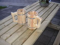This instructable is for making a big wooden beer mug. I made it 15cm x 22cm. It is not so suitible for drinking beer (pallet wood can be toxic) but for decorativ...