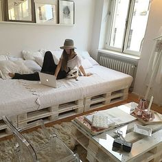 liking the daybed idea for your den more and more (and for me to do in the room at my house formerly known as 'Gabriel's Room'..!)