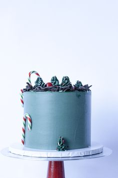 Christmas Cake Design #foodphotography  #cakes #food  Instagram- @whippedbyhelen