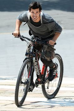 "Taylor Lautner on location for ""Tracers"""