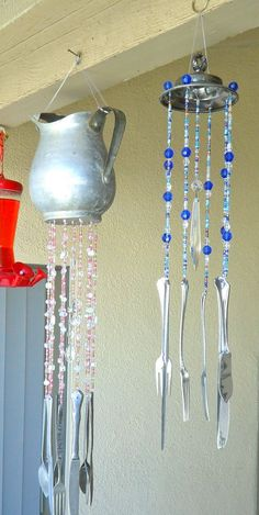 Silverware Wind Chimes After making the Starburst mirror , I was totally engaged in using silverware for just about anything. Coming u. Easy Crafts To Sell, Silverware Art, Cutlery, Diy Wind Chimes, Homemade Wind Chimes, Starburst Mirror, Diy Wall Art, Wall Decor, Suncatchers