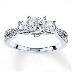 Bonjour les filles ! On passe à un autre élément sur lequel on peut vraiment se laisser rêver : la bague de fiançailles ! Vous aimez les gros diamants ? :) _diam_) 1. 2. 3. 4. 5. 6. 7. 8. 9. 10. 11. 12. 13. 14. 15. Retrouvez les autres discussions