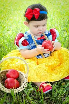 Couture Snow white princess dress/costume for dress up, Halloween, birthday… Newborn Pictures, Baby Pictures, Baby Photos, Princess Photo Shoots, Snow White Photography, Halloween Kids, Halloween Birthday, Snow White Pictures, White Princess Dress