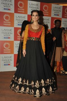 Dia Mirza Walks for Swades Foundation By Vikram Phadnis at LIFW 2013.