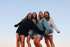 See more of crazyteensss's content on VSCO. Cute Friend Pictures, Best Friend Pictures, Bff Pics, Shotting Photo, Best Friend Photography, Cute Friends, Best Friend Goals, Best Friends Forever, Picture Poses