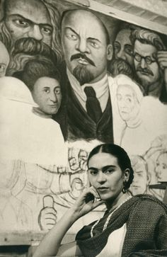 """kvetchlandia: """" Lucienne Bloch Frida Kahlo In Front of Diego Rivera's Unfinished """"Unity"""" Panel, Rockefeller Center, New York City 1933 """" Diego Rivera, Frida E Diego, Mexican Artists, Black And White Portraits, Mo S, Famous Faces, Great Artists, Vintage Photos, Rare Photos"""
