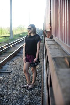 Black and grape on the train  http://papodeestilo.com.br/2013/09/meu-estilo-veludo-e-preto-no-verao/