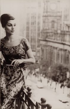 MAGGIE TABBERER probably Australia's greatest model. Photo by HELMUT NEWTON Spring On a balcony overlooking Melbourne Town Hall, Maggie wears a distinctive cut tunic dress by Park Avenue. From In Vogue Australia. Newton Photo, Vintage Outfits, Vintage Fashion, Helmut Newton, Photographs Of People, Australian Models, Photography Women, Vintage Photography, Vogue Australia