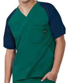 Love the contrasting color details in the scrubs Dental Scrubs, Nursing Scrubs, Medical Scrubs, Iranian Women Fashion, Womens Fashion, Scrubs Uniform, Scrub Tops, Chef Jackets, Contrast