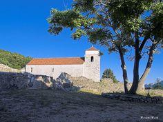 Jurandvor kod Baške: crkva sv. Lucije  Bašćanska ploča potječe iz ove crkve