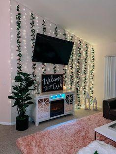 Cute Room Ideas, Cute Room Decor, Teen Wall Decor, Flower Room Decor, Casa Disney, First Apartment Decorating, Apartment Ideas, Girl Apartment Decor, Small Apartment Living