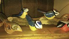 Små fugle, i træ, håndmalet, håndlavet, have design, have dekoration, se mere på https://www.facebook.com/groups/art.visten/?fref=ts# Løkken, Lønstrup, Hirtshals, Tornby, strand, kunsthåndværk, galleri, salg, fugle, spætte, mejse, handmade,